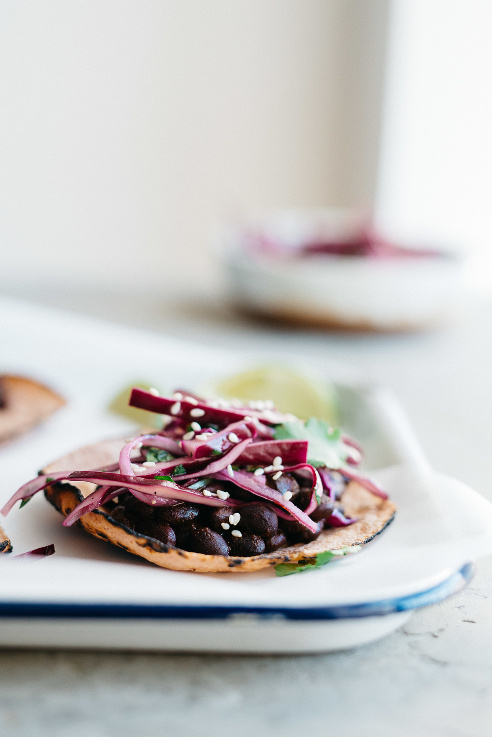 mole black bean tacos w/ cabbage + cilantro slaw | dolly and oatmeal #vegan #glutenfree