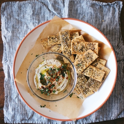 za'atar spiced chickpea cracker