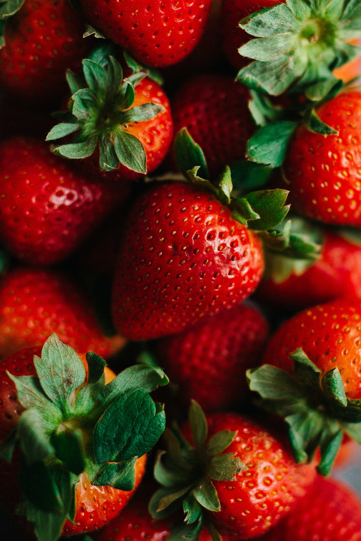 Roasted Strawberry & Vanilla Pepita Yogurt (v) | dolly and oatmeal