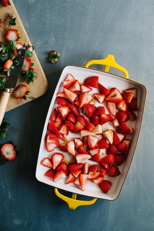 Roasted Strawberry & Vanilla Pepita Yogurt (v)