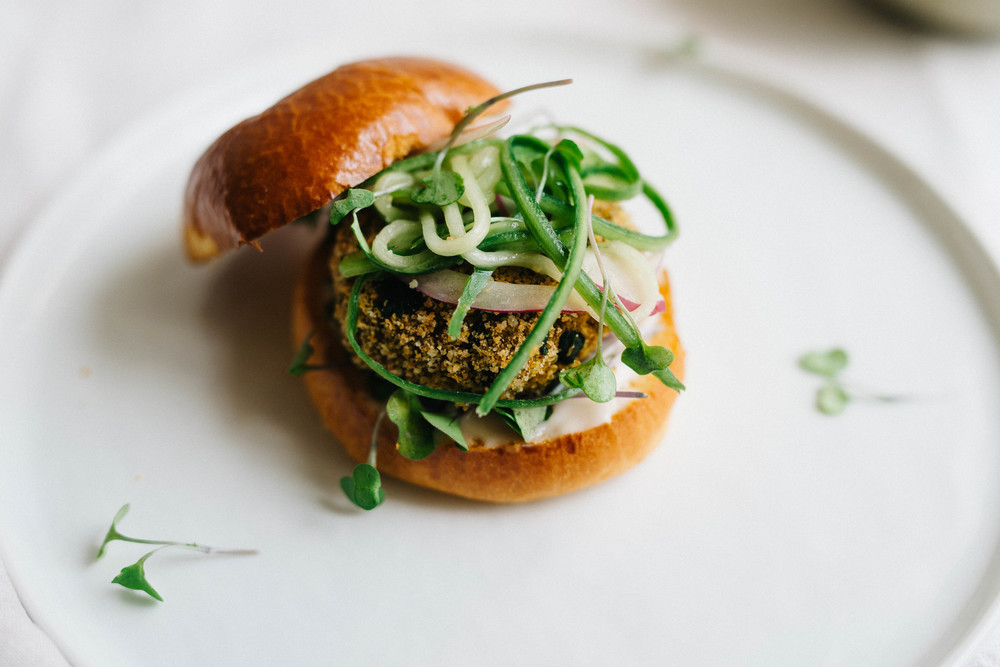 Sprouted Quinoa & Ramp Sliders w/ Garlicky Cucumber Slaw  | dolly and oatmeal #vegan #glutenfree