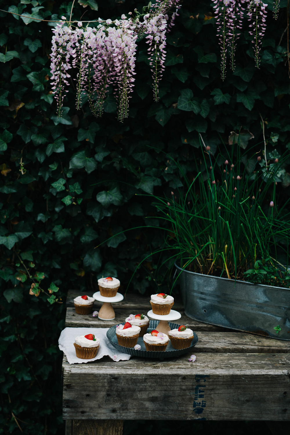 Dana's Vegan Vanilla Cupcakes w/ Strawberry Coconut-Cashew Frosting | dolly and oatmeal