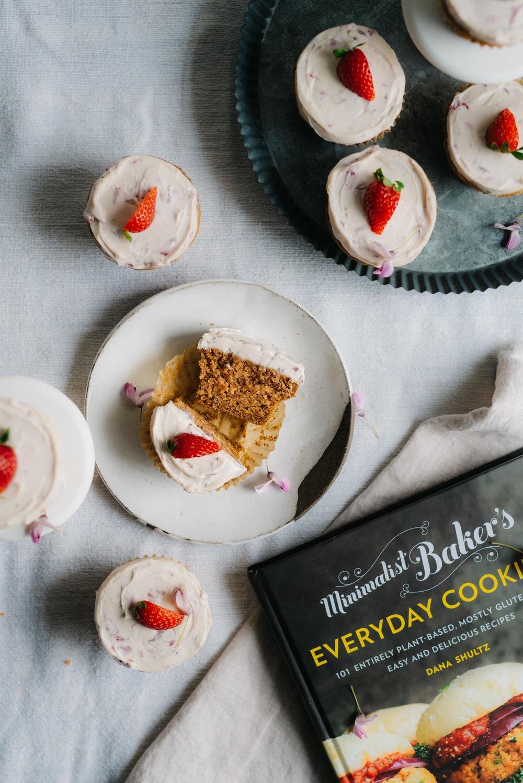 Dana's Vegan Vanilla Cupcakes w/ Strawberry Coconut-Cashew Frosting | dolly and oatmeal