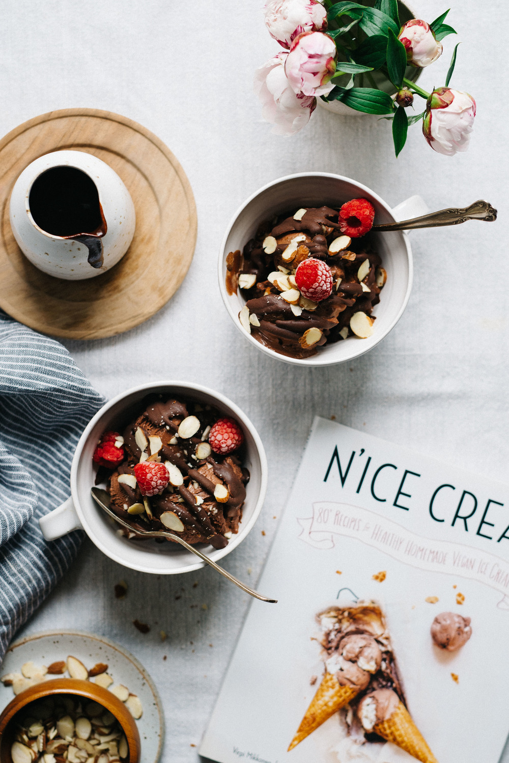 Almond-y Chocolate N'Ice Cream Sundae | dolly and oatmeal #vegan