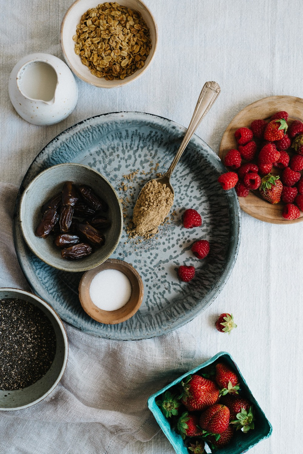 Cacao Chia Breakfast Pudding w/ Red Berry Mash | dolly and oatmeal #vegan