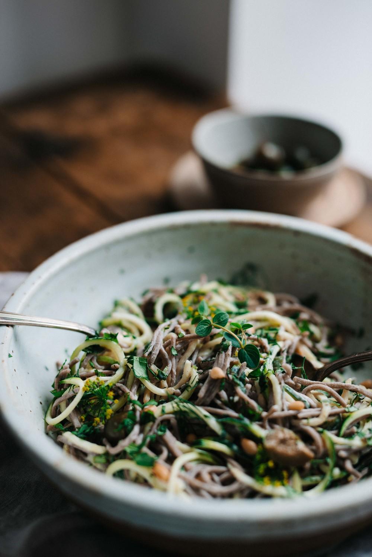 Green Soba Bowl w/ Olive & Sesame Yogurt Sauce | dolly and oatmeal #glutenfree #vegan