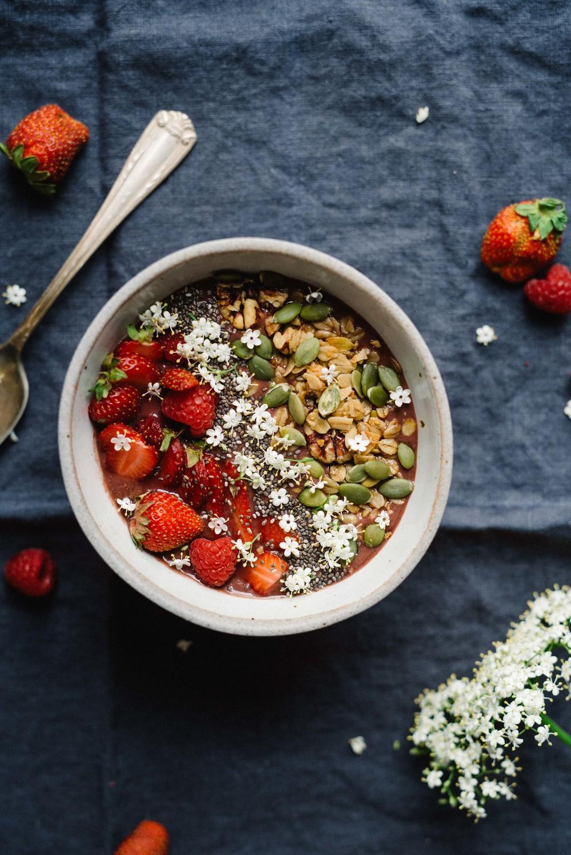 Summer Fridays: Elderflower Açaí Bowl | dolly and oatmeal