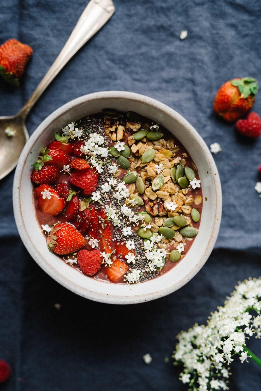 Summer Friday's: Elderflower Açaí Bowl | dolly and oatmeal