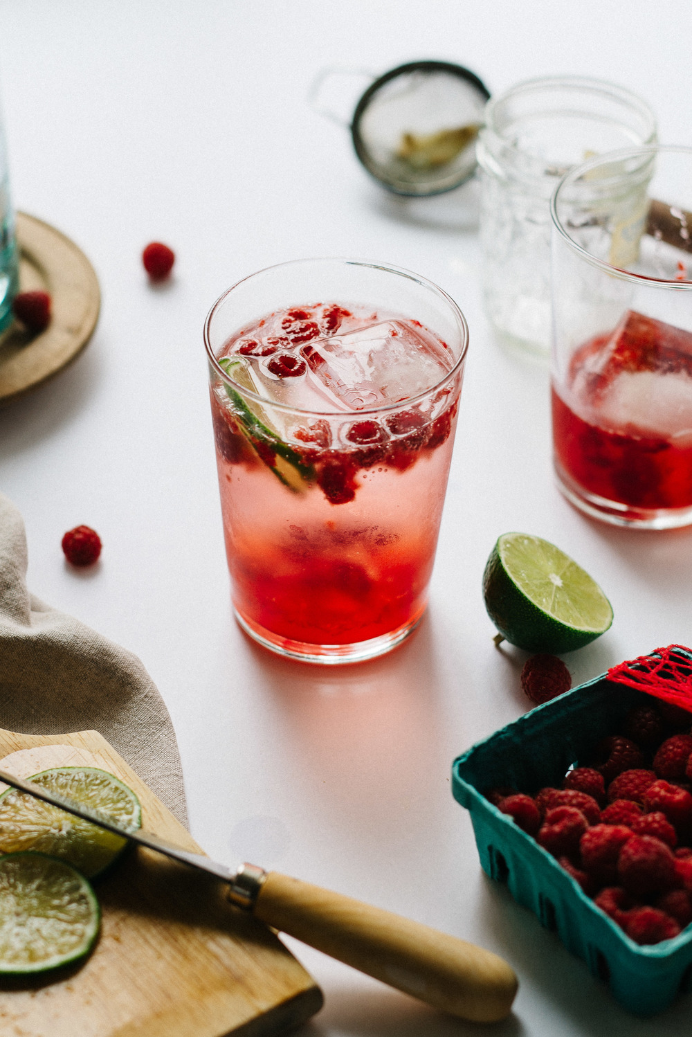 Summer Fridays! Fizzy Lemon-Limeade w/ Crushed Raspberries | dolly and oatmeal