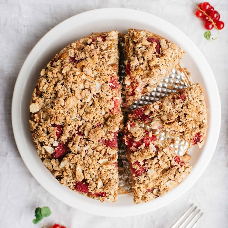 raspberry-currant crumble cake