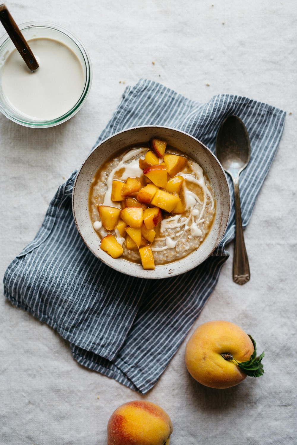 Summer Fridays! Steel Cut Oats w/ Peaches & Cashew Cream | dolly and oatmeal
