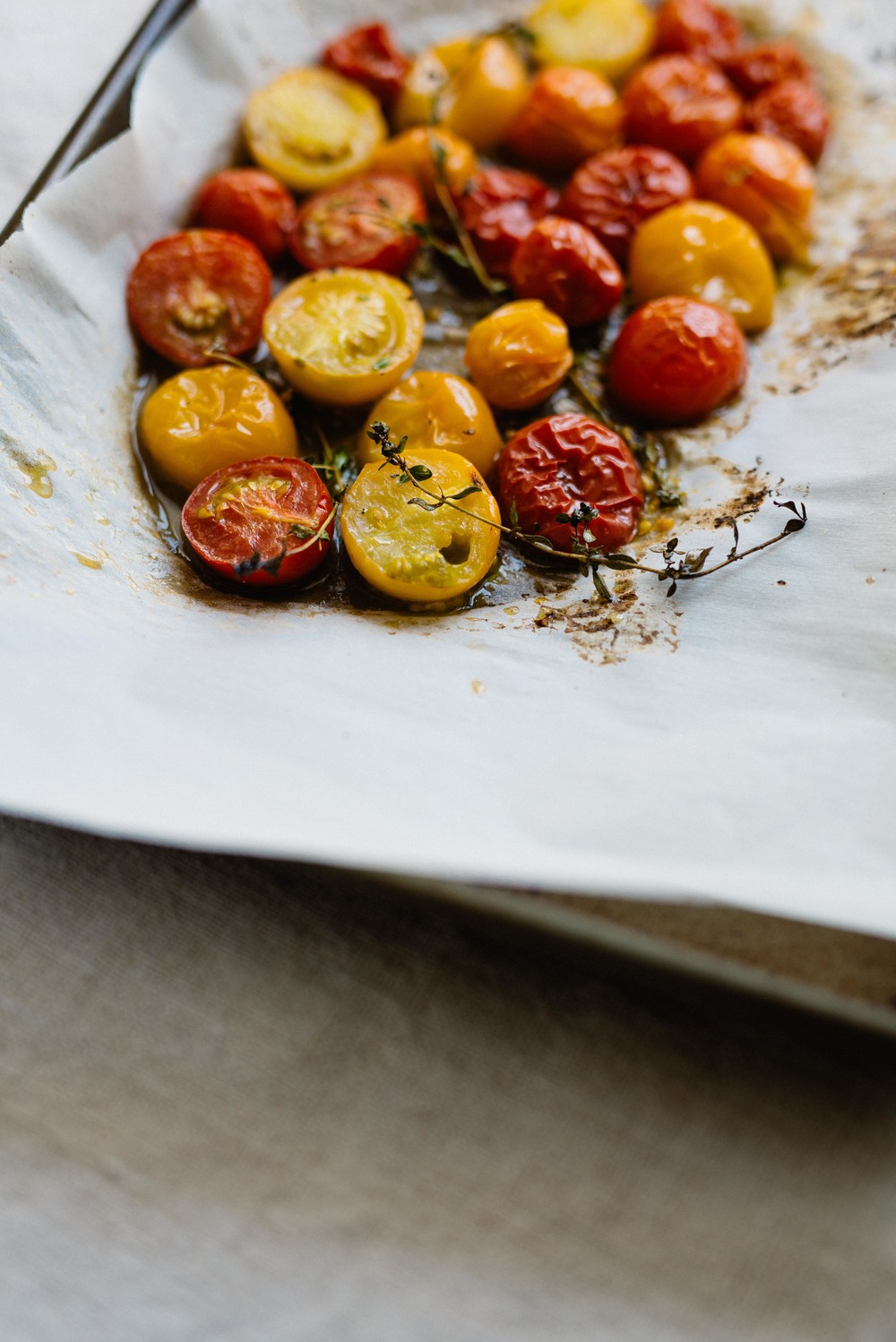 Grilled Summer Pizza w/ Garden Pesto & Caramelized Balsamic Shallots (GF) |  dolly and oatmeal