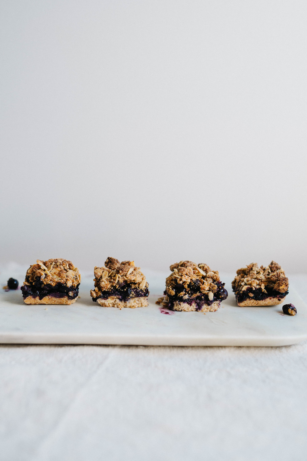 Summer Fridays! Almond-Blueberry Pie Bars  | dolly and oatmeal #vegan #glutenfree