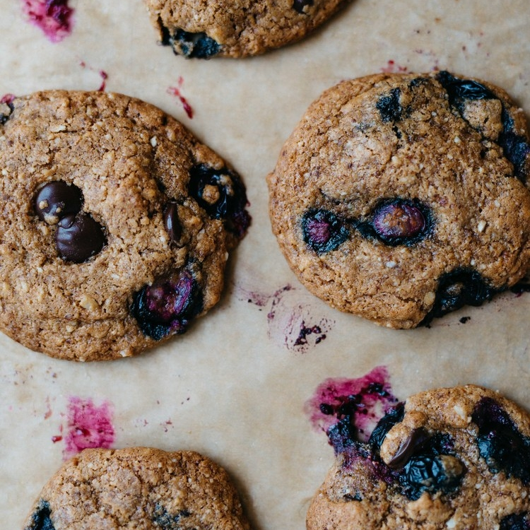 breakfast-y blueberry chocolate chip cookies