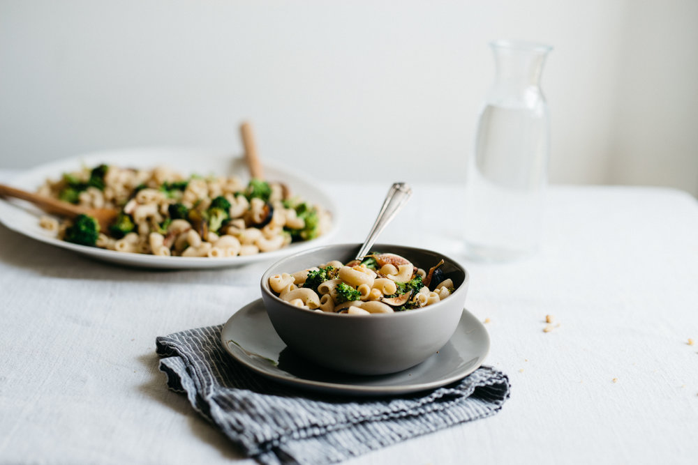 Creamy Garlicky Pasta w/ Charred Broccoli & Figs | dolly and oatmeal #vegan