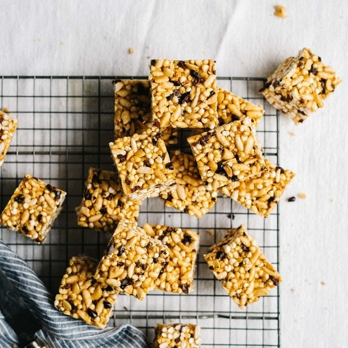 no-bake peanut butter & cacao nib cereal bars