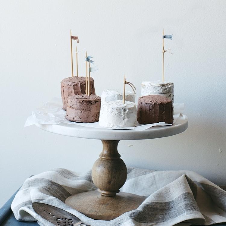 mini mocha & vanilla bean cakes