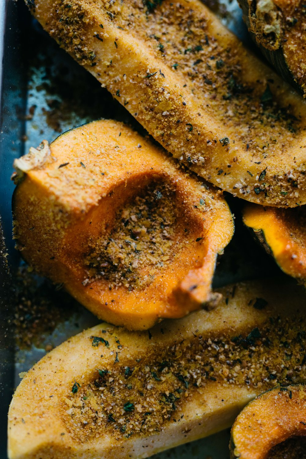"""Cheesy"" Herb-Crusted Squash 