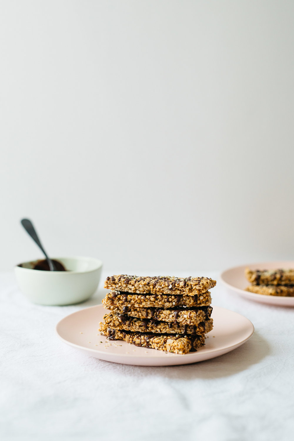 Chocolate-Drizzled Tahini Granola Bars | Dolly and Oatmeal