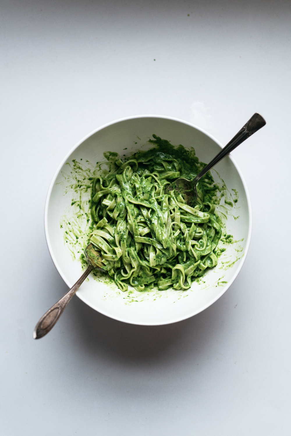AVOCADO-KALE PESTO PASTA (VEGAN) | dolly and oatmeal