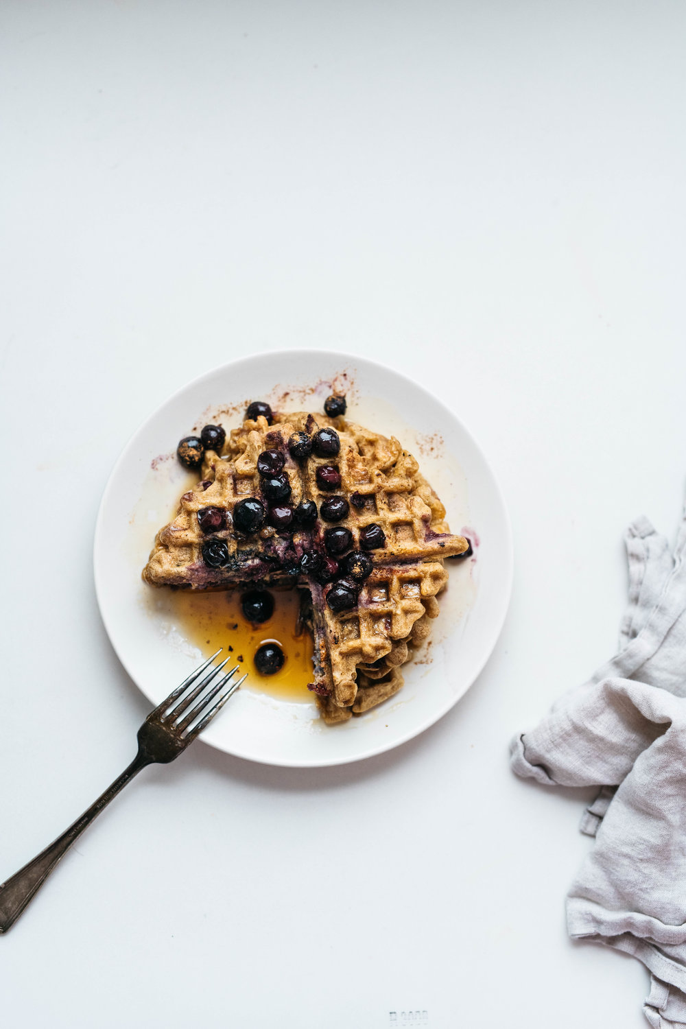 (GLUTEN-FREE) YEASTED CINNAMON-BLUEBERRY WAFFLES | dolly and oatmeal