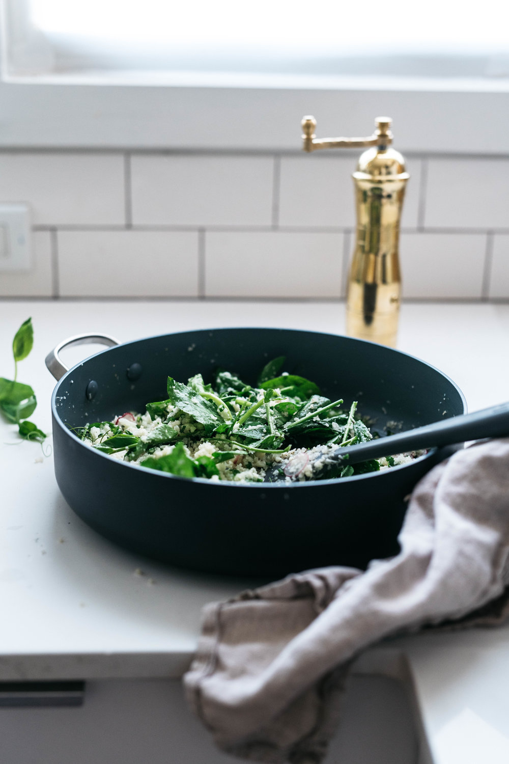 GARLICKY, HERBED CAULIFLOWER RICE W/ PEA SHOOTS | dolly and oatmeal