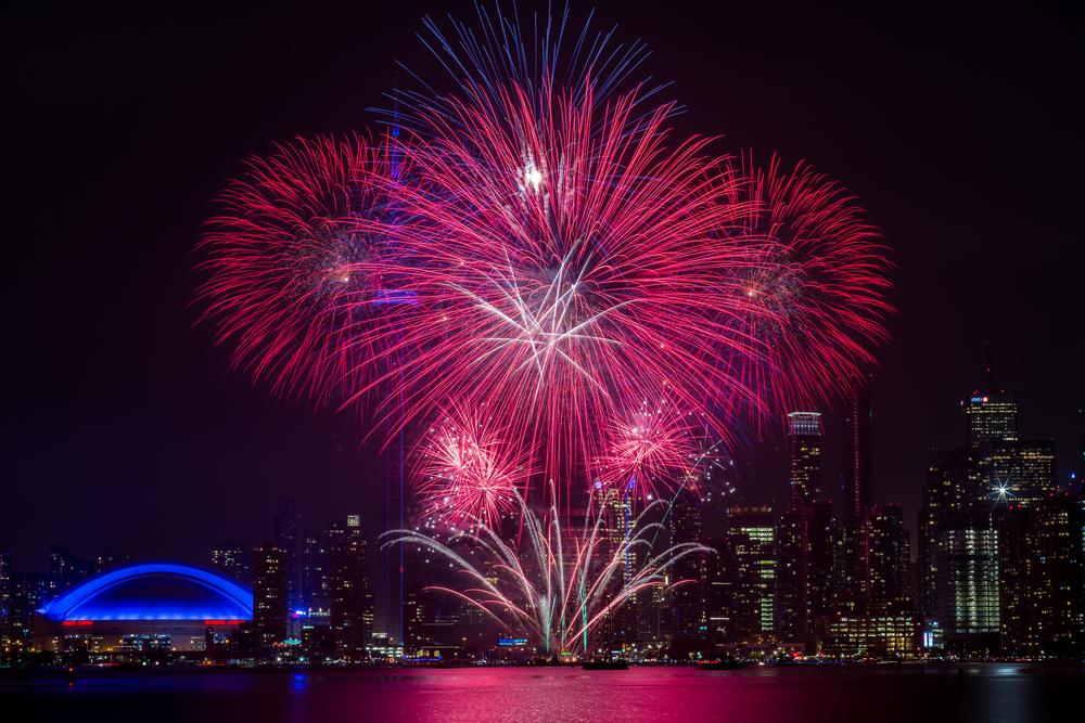Duncan-Rawlinson-Photo-247493-Canada-Day-Fireworks-2015-Center-Island-Toronto-Ontario-Canada-20150630-IMG_2488.jpg