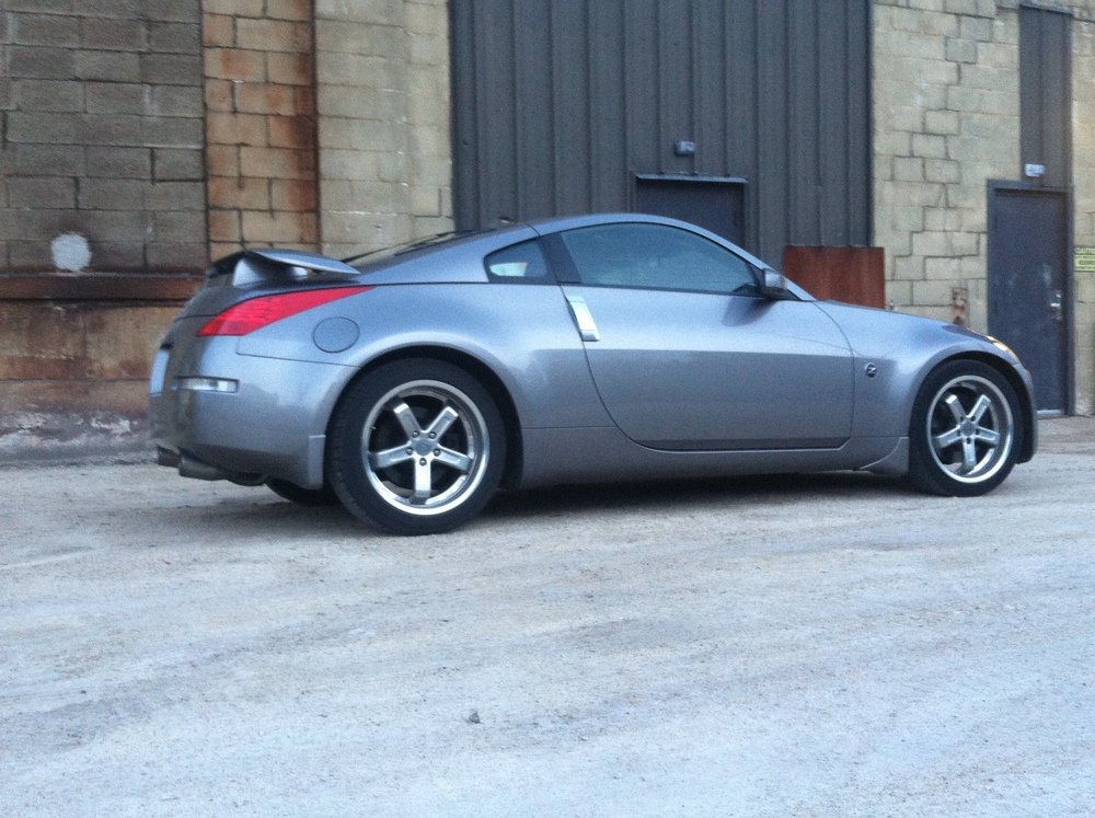 Nissan 350Z in for a slave cylinder replacement.