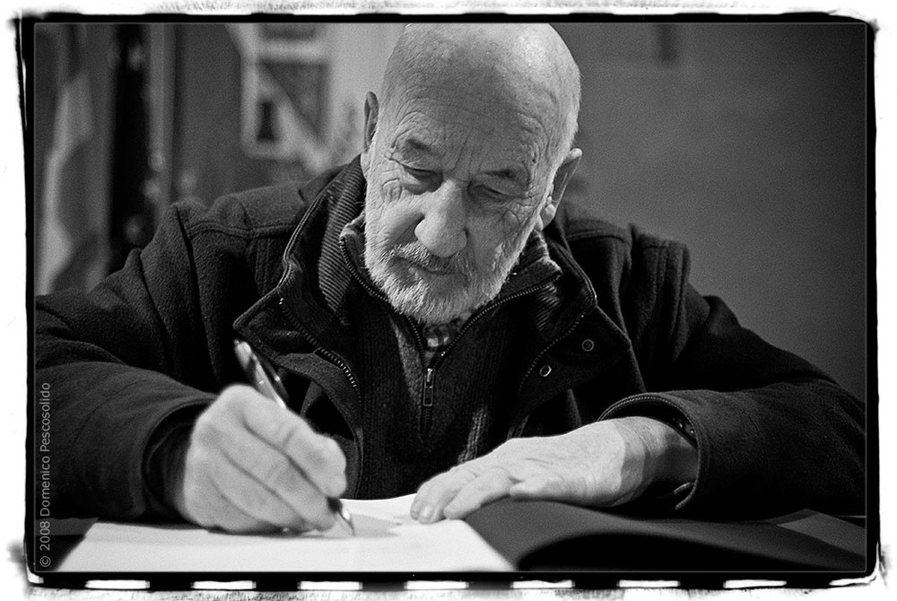 "Gianni Berengo Gardin mi firma il libro ""Terre di Risaie"""