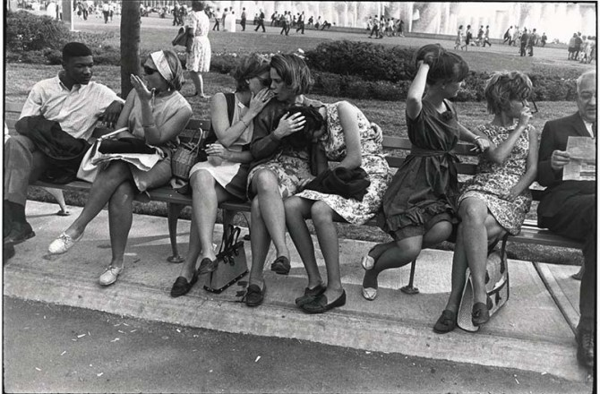 Garry Winogrand, World's Fair, New York City, 1964. Tutte le fotografie in questo articolo sono copyrighted by the estate of Garry Winogrand