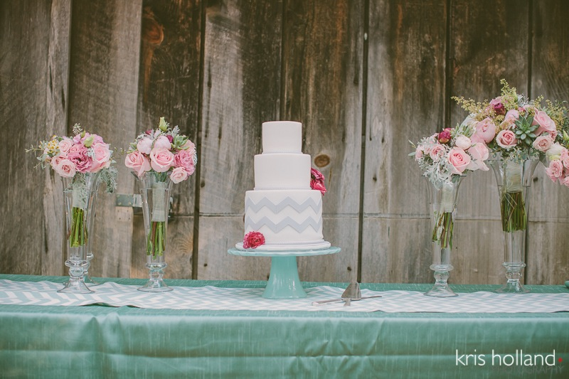 "Kris Holland Photography....""Simple gray chevron with a gorgeous flower display"""