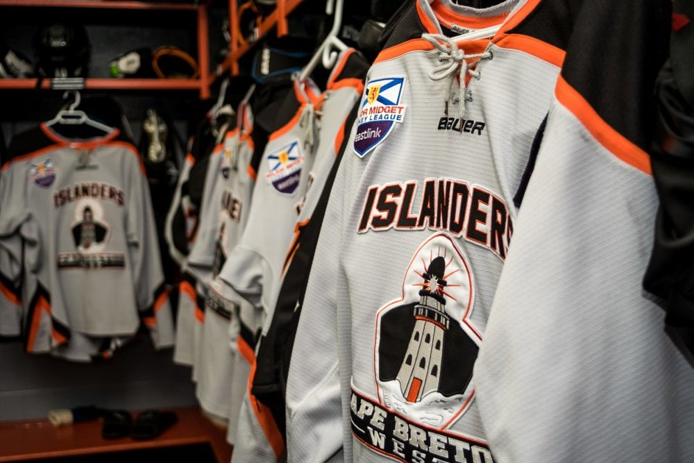 CB_West_Islanders_Hockey