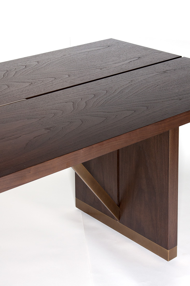 ELLIOT-EAKIN-Furniture-Ashland-Dining-Table-Top-Leg-Detail.jpg