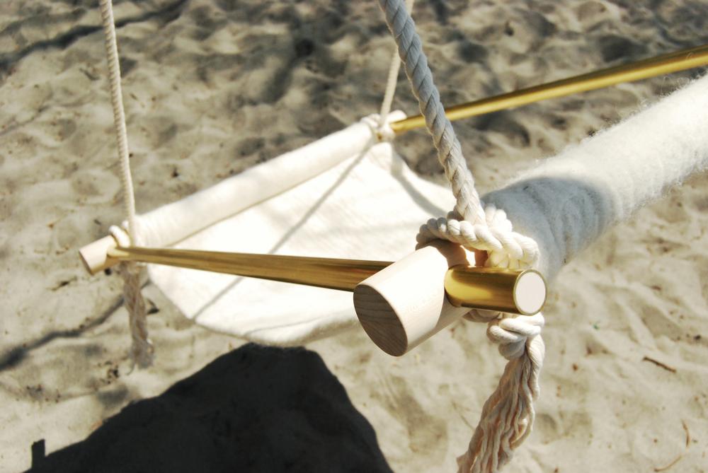 OVIS_hang_chair_outside7.jpg