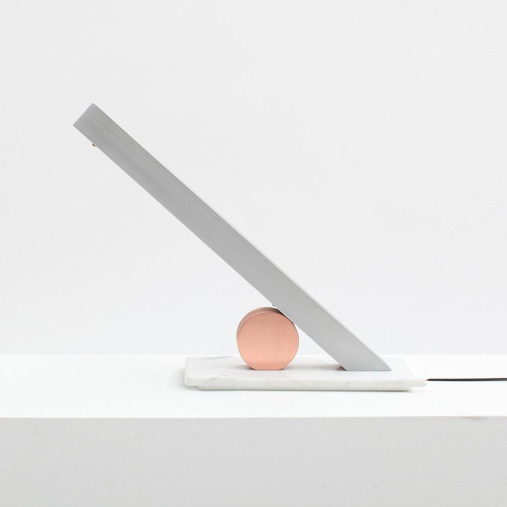 TABLE & FLOOR -