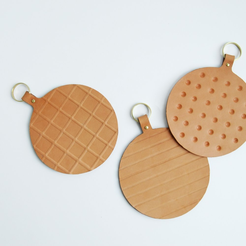 APPETIT LEATHER TRIVETS