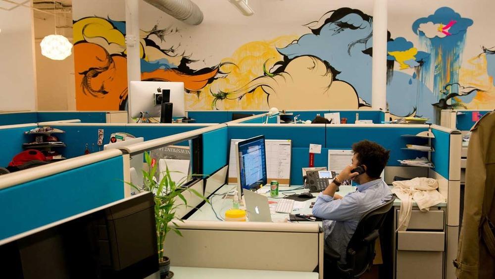 Outbrain-NYC-Office-desks.jpg