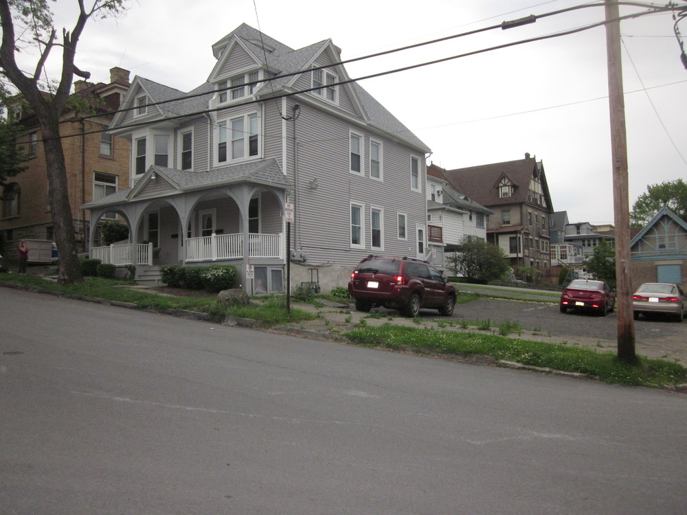 apartments 2012 038.JPG