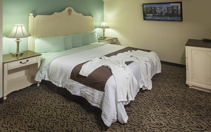 304-Bedroom.jpg
