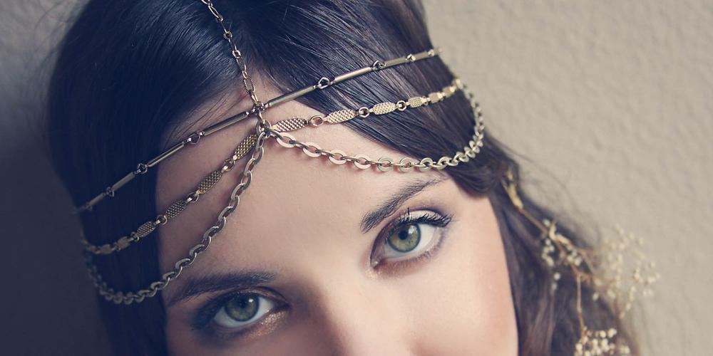 Gypsy style in Moorea Seal's head piece...