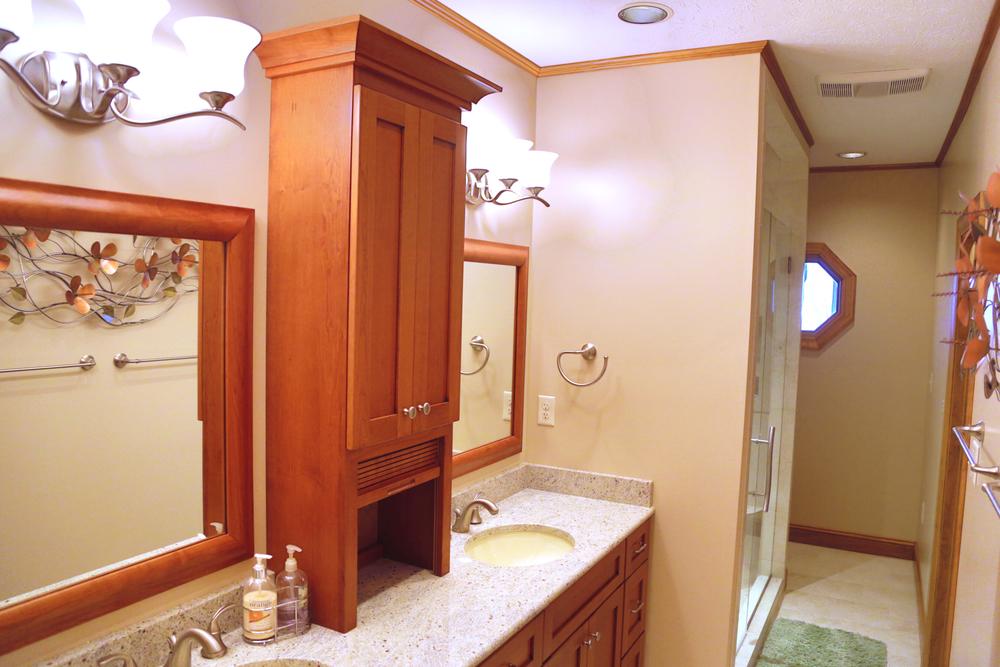 Lower Guest Bath 1.JPG