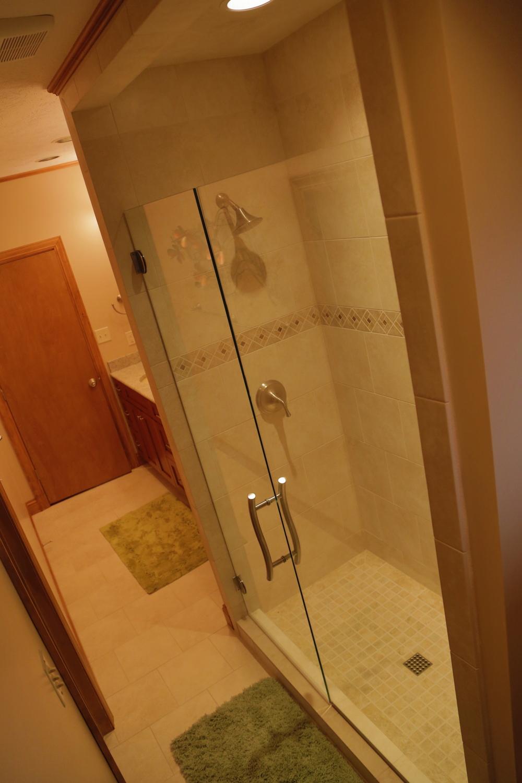 Lower Guest Bath 2.JPG