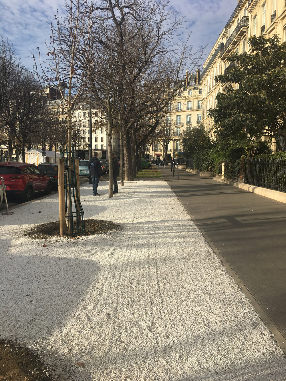 Avenue Gabriel, so quiet and lovely, yet down the street from Champs-Elysées.