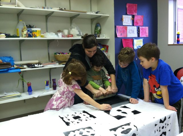 Teaching 5 -6 year olds how to screen print at the Jewish Enrichment Center. Winter 2012.