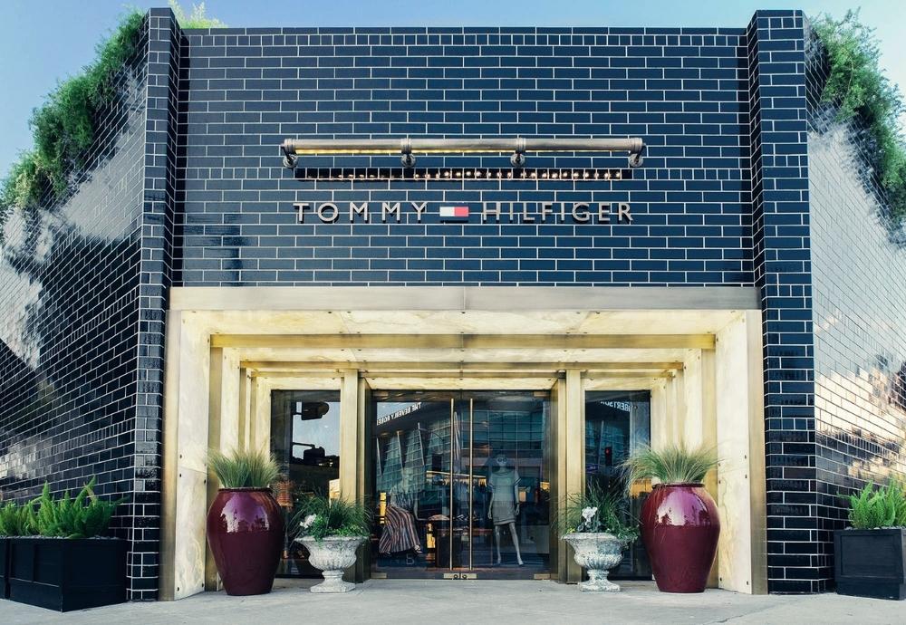 TOMMY HILFIGER: LA