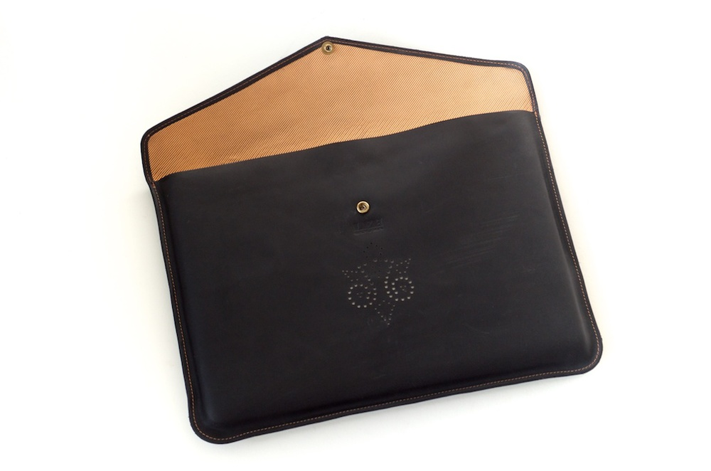 hand-made-usa-texas-austin-leather-black-gold-silk-lined-snap-macbook-macbookpro-retina-13%22-15%22-case-laptop-case-luxury-italian-brogue-leh-carson-style 2.jpg