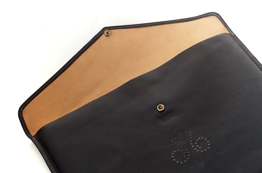 hand-made-usa-texas-austin-leather-black-gold-silk-lined-snap-macbook-macbookpro-retina-13%22-15%22-case-laptop-case-luxury-italian-brogue-leh-carson-style 3.jpg
