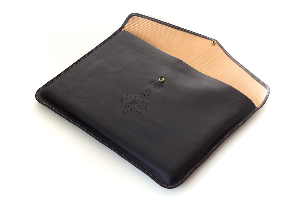 hand-made-usa-texas-austin-leather-black-gold-silk-lined-snap-macbook-macbookpro-retina-13%22-15%22-case-laptop-case-luxury-italian-brogue-leh-carson-style 6.jpg