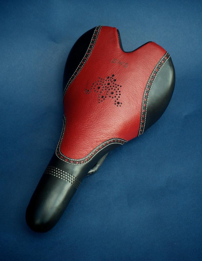 Fizik-Aliante-carbon-custom-leather-recover-black-red-white-brogue-style-leh-seats-handmade 2.jpg
