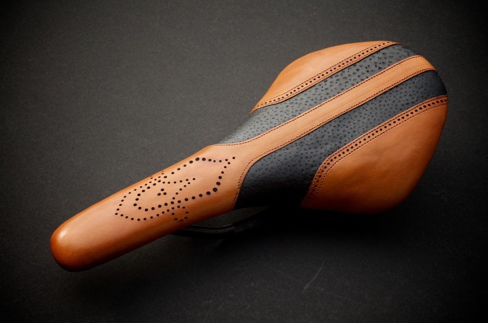 Fizik-Antares-R1-Carbon-Recovered-bike-bicycle-cycle-fixie-roadbike-seat-saddle-Selle-Italia-Turbo-baseball-stitch-leather-custom-handmade-fine-leathers-brooks-Carson-leh-supply-and-manufacturing 18.jpg